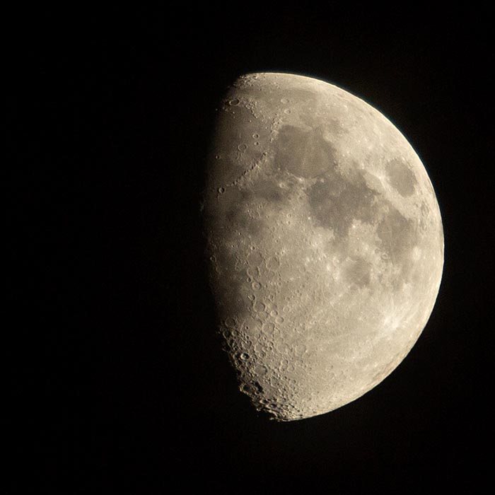 How to Photograph the Moon – Equipment, camera settings & top tips